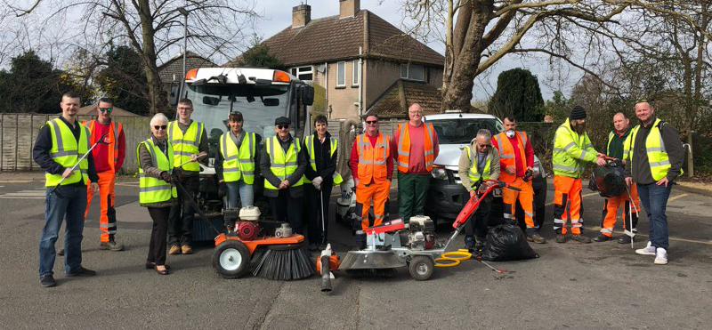Help Keep Britain Tidy: Helen Slinger with the local community volunteers helping tidy up Spalding!